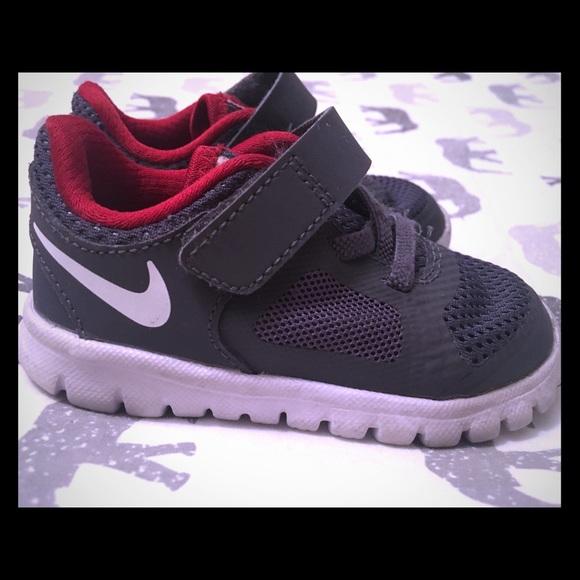 Toddler Nike Shoes Sz 5